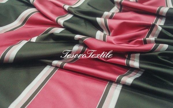 Портьерная ткань ILLUSTRE цвет розовая черная полоса